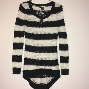 Ultra flirt black white knit longsleeve sweater